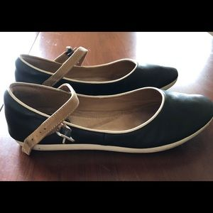 Clarks Women's Black Leather Flats 6.5